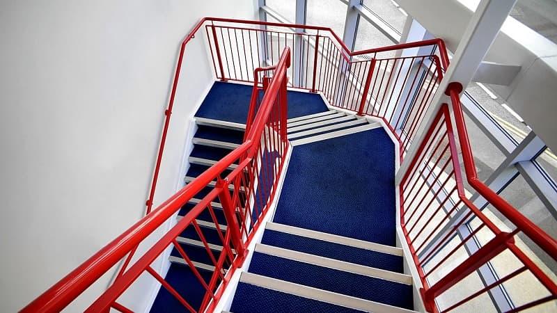 חומרי ניקיון לחדרי מדרגות